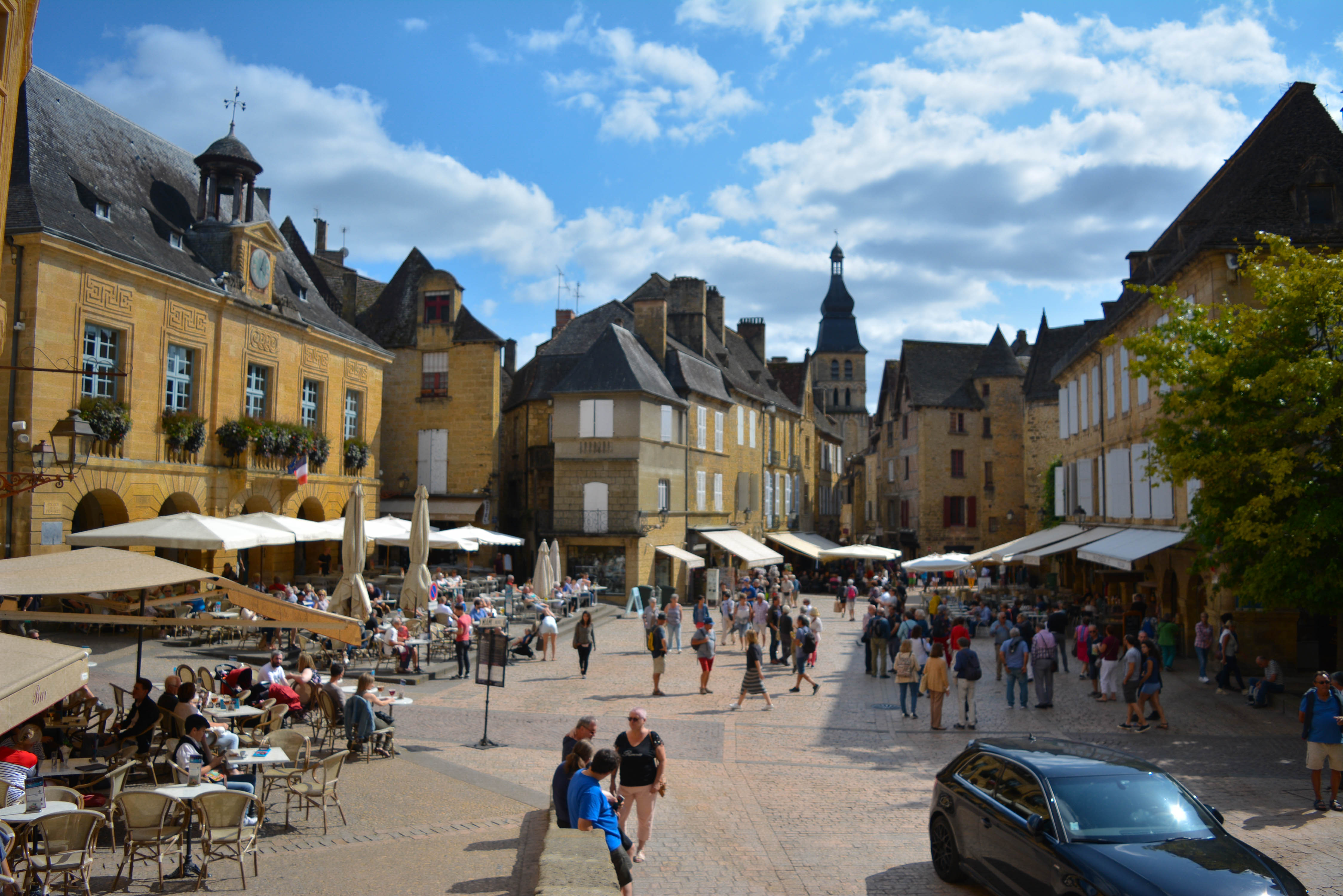Sarlat la Caneda, a highlight of your art vacation in france