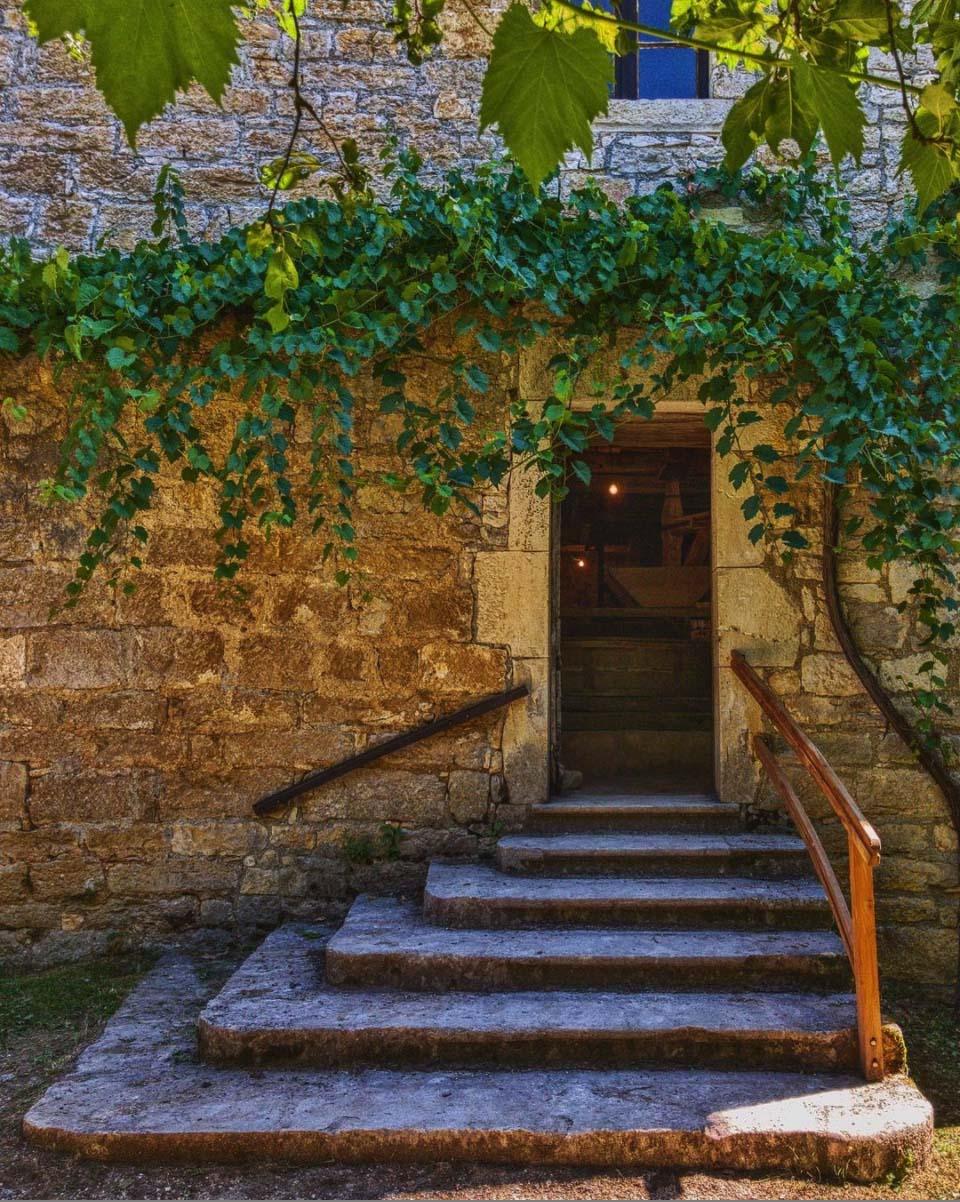 Cazenac - the village above Beynac Castle